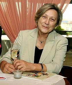 Нешка Робева на 69 г.: Оттеглям се, не съм нито багер, нито влекач!