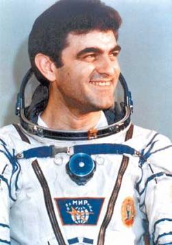 Двама първи космонавти