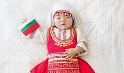 Сензация в интернет: Корейче облече българска носия